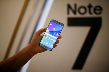A model poses for photographs with a Galaxy Note 7 new smartphone during its launching ceremony in Seoul