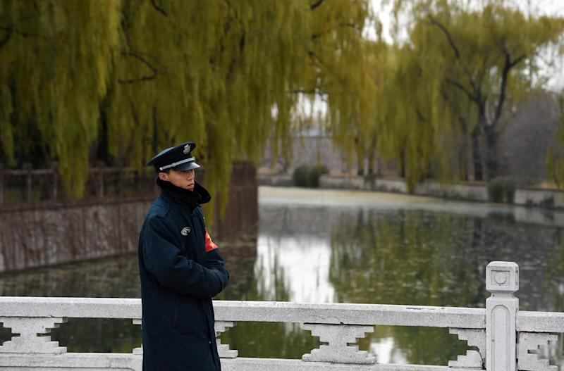 A security guard in Beijing stands beside a canal leading to the Tuanchenghu Regulating Reservoir, part of the South-North Water Diversion project, which transfers drinking water from central regions of China to the north November 27, 2014 (AFP Photo/Greg Baker)