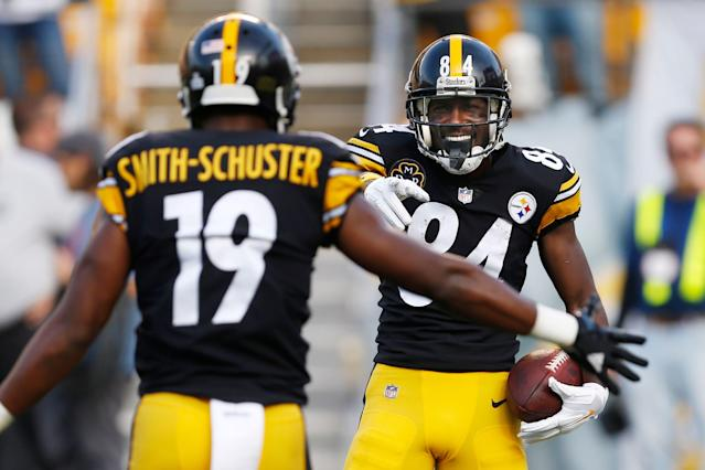 """Former <a class=""""link rapid-noclick-resp"""" href=""""/nfl/teams/pittsburgh/"""" data-ylk=""""slk:Steelers"""">Steelers</a> teammates <a class=""""link rapid-noclick-resp"""" href=""""/nfl/players/24171/"""" data-ylk=""""slk:Antonio Brown"""">Antonio Brown</a> and JuJu Smith-Schuster had a spat that played out over social media. (AP)"""