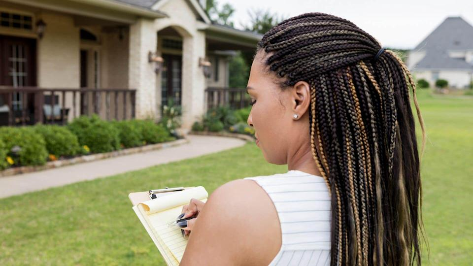 Before listing a home for sale, the average adult realtor evaluates it.
