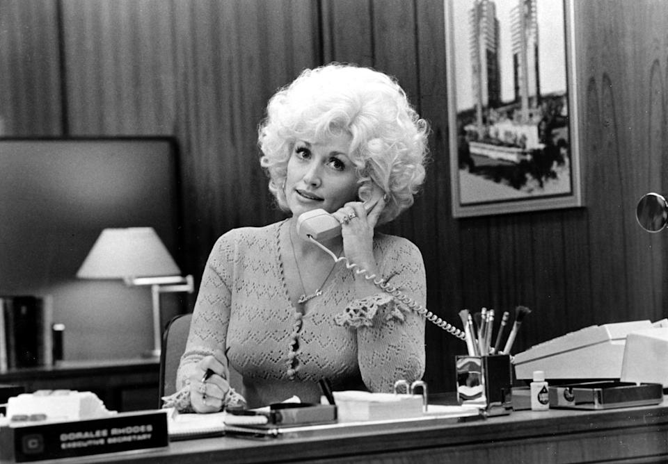 """DECEMBER 1980: Country singer Dolly Parton acts in a scene from the movie """"9 to 5"""" which was released on December 19, 1980. (Photo by Michael Ochs Archives/Getty Images)"""