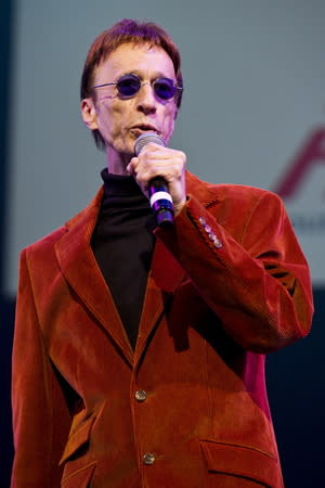Music stars pay tribute to Robin Gibb