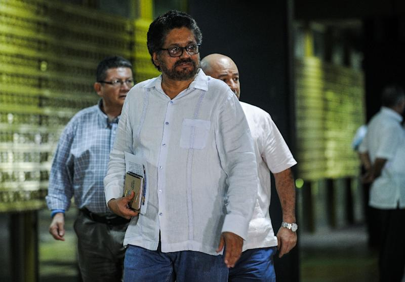 Ivan Marquez (C), head of a FARC-EP delegation, is pictured during Havana peace talks November 19, 2015; Colombia's government announced November 22 the pardon of 30 jailed members of the leftist guerilla group as a confidence-building measure (AFP Photo/Yamil Lage)