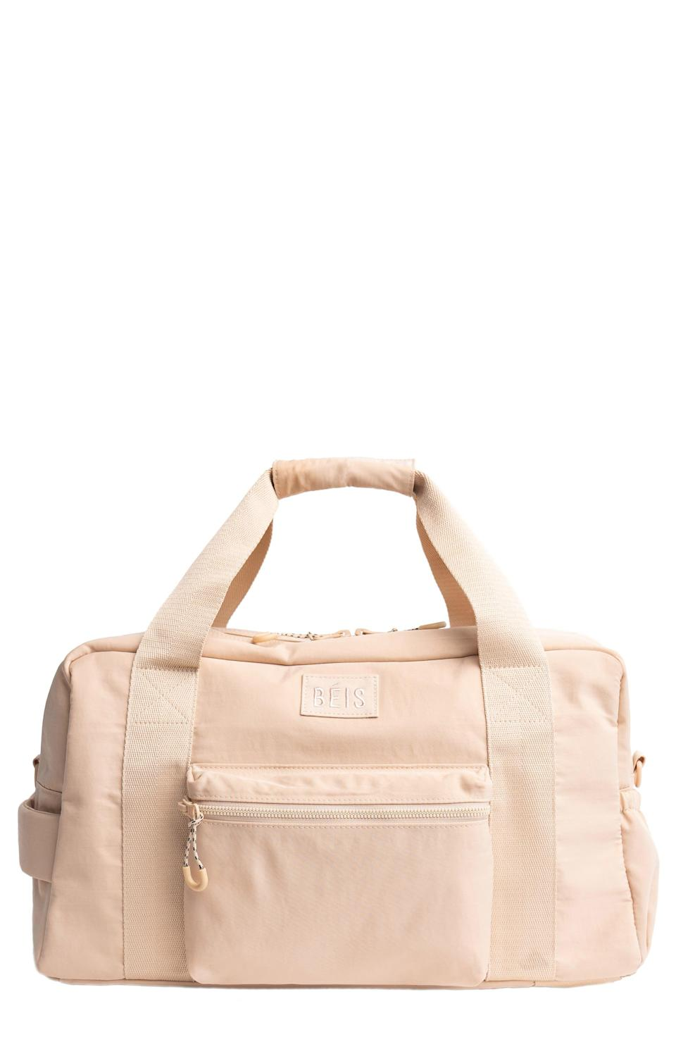 """<p><strong>Béis</strong></p><p>nordstrom.com</p><p><strong>$88.00</strong></p><p><a href=""""https://go.redirectingat.com?id=74968X1596630&url=https%3A%2F%2Fwww.nordstrom.com%2Fs%2Fbeis-the-convertible-duffle-bag%2F5892465&sref=https%3A%2F%2Fwww.cosmopolitan.com%2Fstyle-beauty%2Ffashion%2Fg36479297%2Fgift-ideas-for-doctors%2F"""" rel=""""nofollow noopener"""" target=""""_blank"""" data-ylk=""""slk:Shop Now"""" class=""""link rapid-noclick-resp"""">Shop Now</a></p><p>This duffel does it all (no, seriously). With pockets, pouches, and compartments galore, plus three different carrying options (you can even pull out hidden straps and wear it as a backpack), it's the perfect commuter bag, weekend bag—you name it.</p>"""