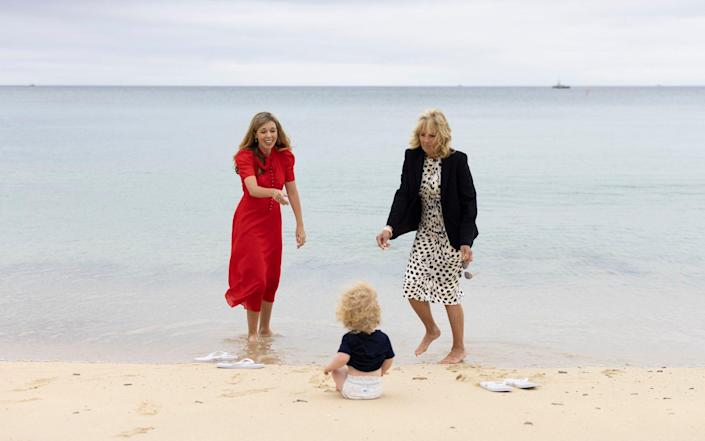 Carrie Johnson and the First Lady Jill Biden enjoy the beach with baby Wilfred - Simon Dawson / No10 Downing Street