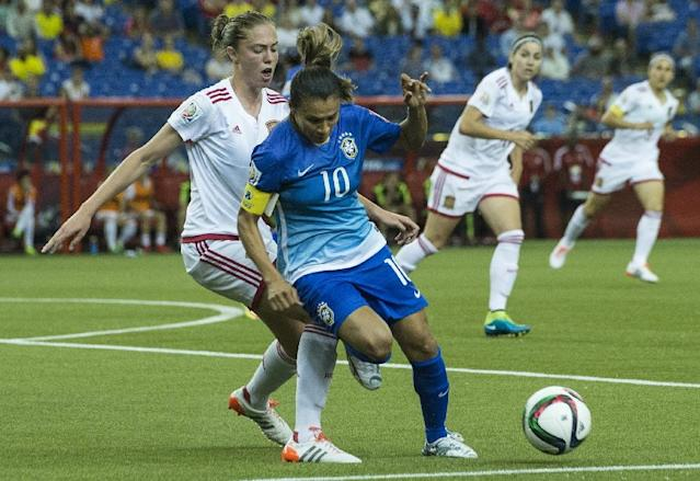 Brazil's Marta (C) is challenged by Spain's Celia Jimenez during their Group E football match against Spain at the 2015 FIFA Women's World Cup at the Olympic Stadium in Montreal, Quebec on June 13, 2015 (AFP Photo/Nicholas Kamm)