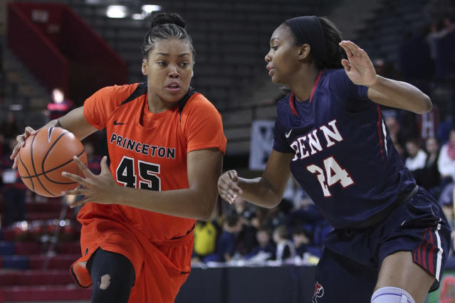 "Leslie Robinson (L) is Barack Obama's niece, and now she's been drafted by the <a class=""link rapid-noclick-resp"" href=""/wnba/teams/nyl"" data-ylk=""slk:New York Liberty"">New York Liberty</a> of the WNBA. (AP Photo)"