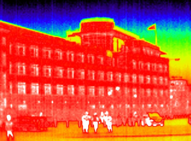 A general view shows the U.S. embassy in a thermal image taken with an infrared camera in Berlin October 27, 2013. A German newspaper said on Sunday that U.S. President Barack Obama knew his intelligence service was eavesdropping on Angela Merkel as long ago as 2010, contradicting reports that he had told the German leader he did not know. The U.S. National Security Agency (NSA) denied that Obama had been informed about the operation by the NSA chief in 2010, as reported by the German newspaper. REUTERS/Fabrizio Bensch (GERMANY - Tags: POLITICS)