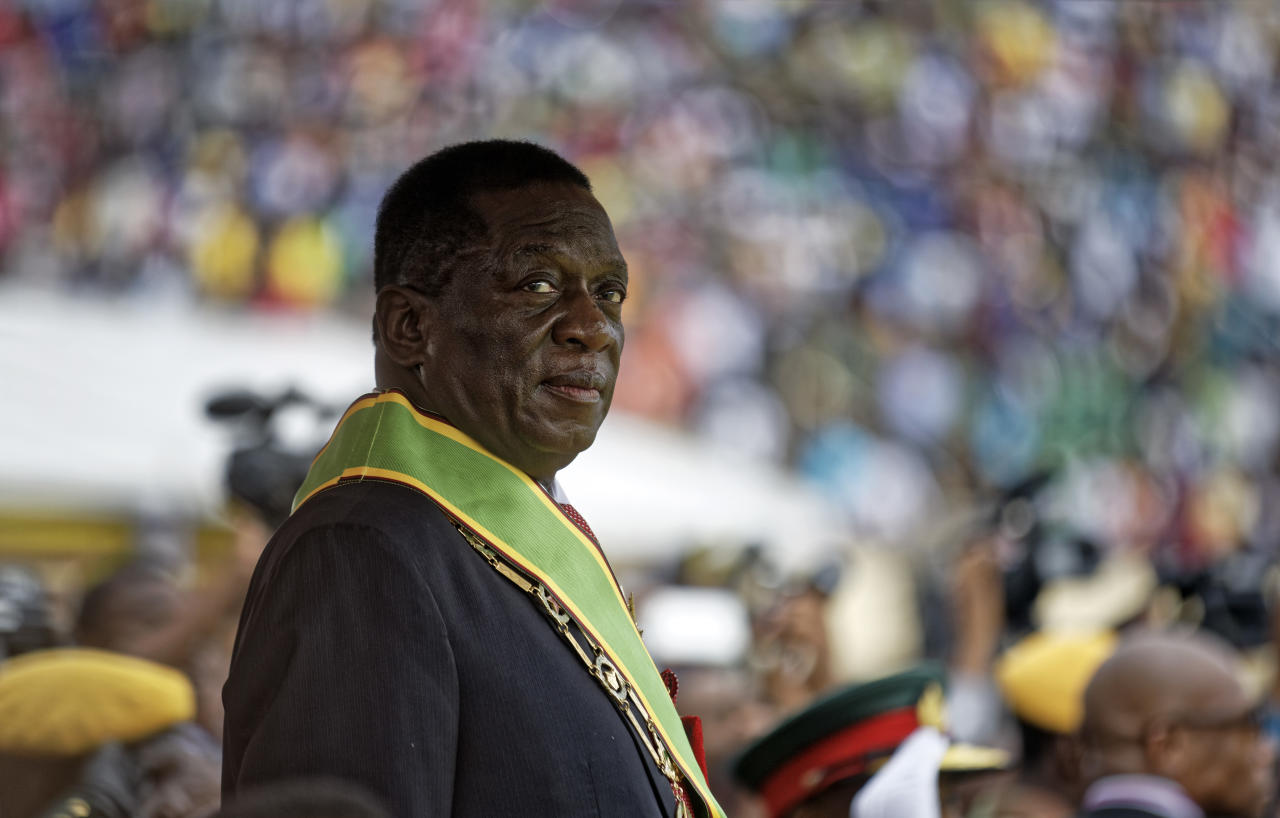 <p>Emmerson Mnangagwa inspects the military parade after being sworn in as President at the presidential inauguration ceremony in the capital Harare, Zimbabwe Friday, Nov. 24, 2017. (Photo: Ben Curtis/AP) </p>