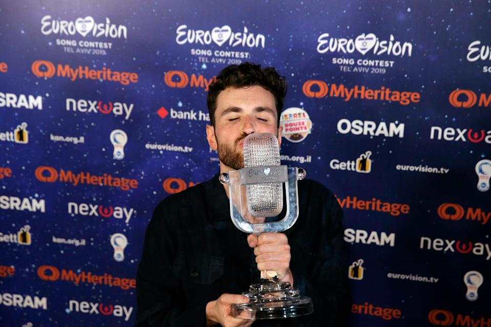 """Duncan Laurence of the Netherlands celebrates with the trophy during a press conference after winning the 2019 Eurovision Song Contest grand final with the song """"Arcade"""" in Tel Aviv, Israel, Saturday, May 18, 2019. (AP Photo/Sebastian Scheiner)"""