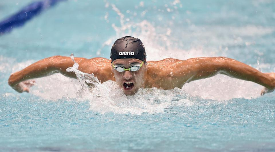 South Africa's Chad Le Clos competes in the men's 200m butterfly final at the Swimming World Cup short-course series in Tokyo on October 28, 2014 (AFP Photo/Kazuhiro Nogi)