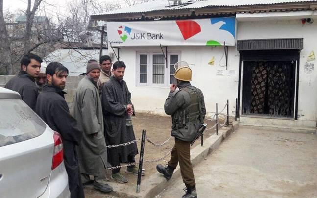 Gunmen loot bank in south Kashmir, flee with Rs 65,000