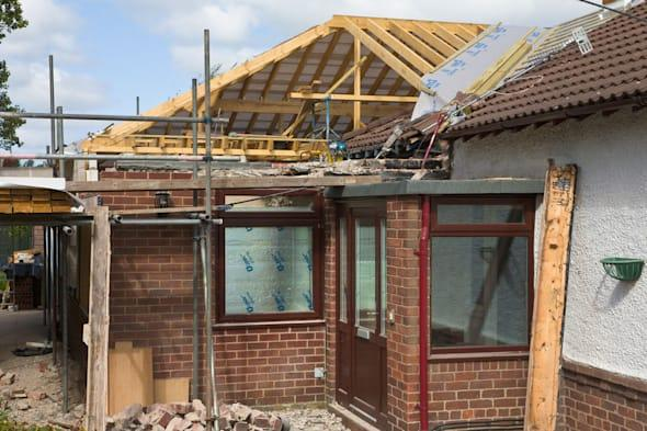 BB3XB7 New pitched roof being built to replace flat roof