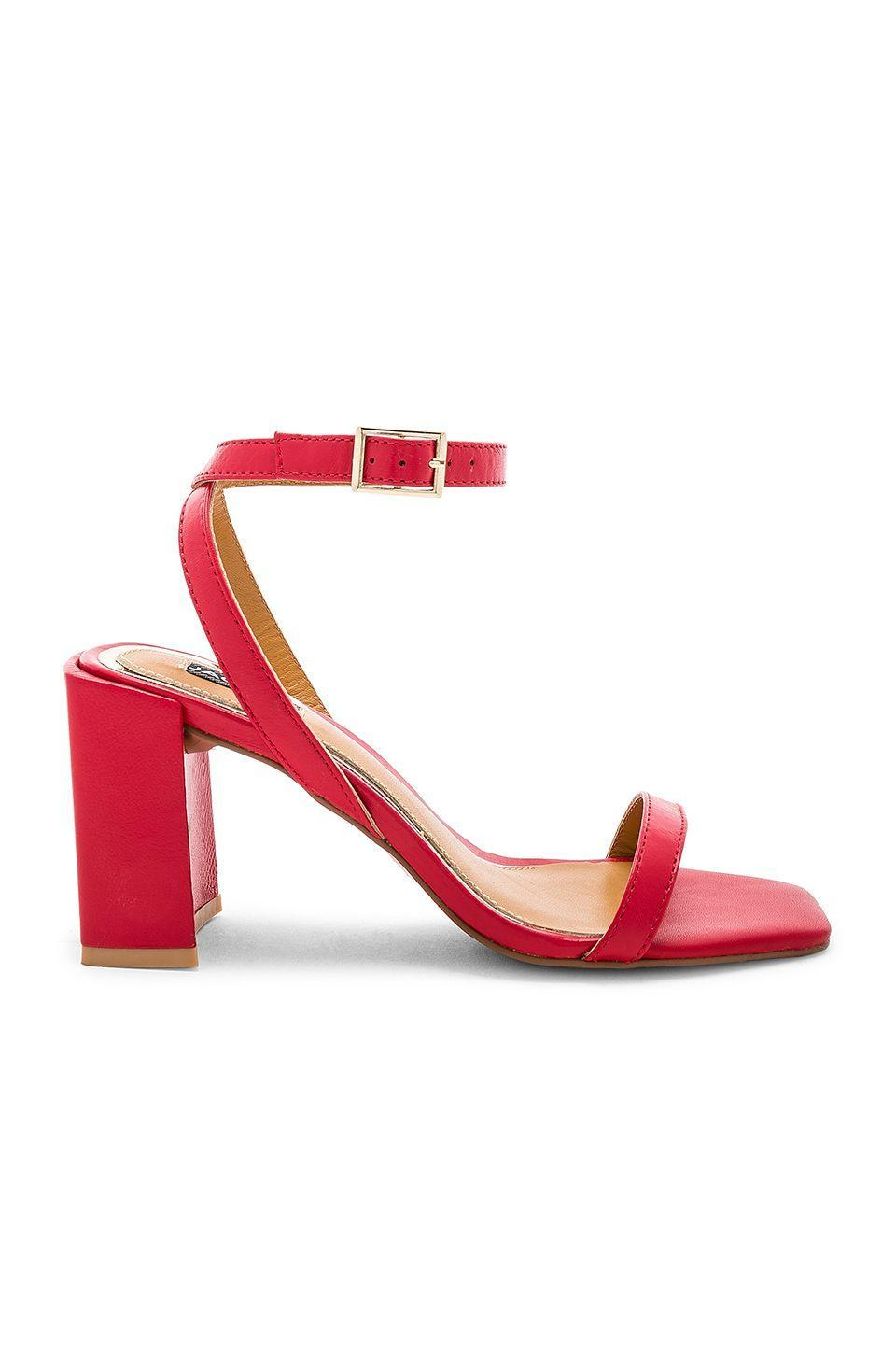 Available in sizes 36 to 40.