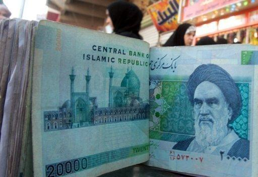 The US has imposed new economic sanctions on a pair of Chinese and Iraqi banks accused of doing business with Tehran