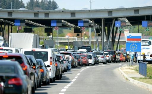 Cars queue in line at the Croatian border with Slovenia in Bregana, near Zagreb on April  14, 2017
