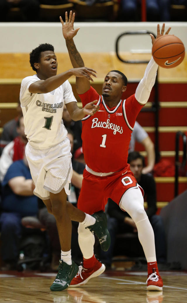 Cleveland State sophomore Tyree Appleby, left, passes against Ohio State forward Luther Muhammad during the first half of an NCAA college basketball game in Columbus, Ohio, Friday, Nov. 23, 2018. (AP Photo/Paul Vernon)