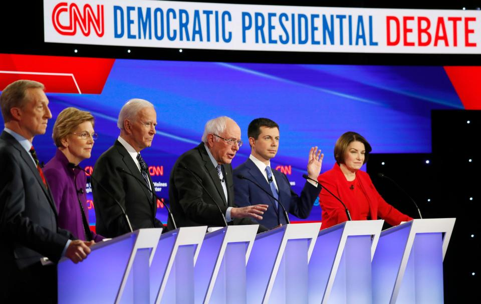 Democratic 2020 U.S. presidential candidates (L-R) billionaire activist Tom Steyer, Senator Elizabeth Warren (D-MA), former Vice President Joe Biden, Senator Bernie Sanders (I-VT), former South Bend Mayor Pete Buttigieg and Senator Amy Klobuchar (D-MN) participate in the seventh Democratic 2020 presidential debate at Drake University in Des Moines, Iowa, U.S., January 14, 2020. REUTERS/Shannon Stapleton
