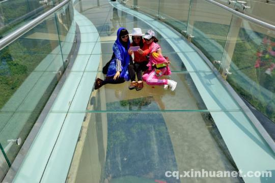 Move Over Grand Canyon China Opens Worlds Longest Glass Walkway - China opens worlds longest skywalk