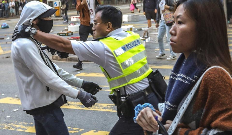 A police officer attempts to subdue a protester at a demonstration in Sai Wan Ho on November 11, 2019. Photo: Nora Tam