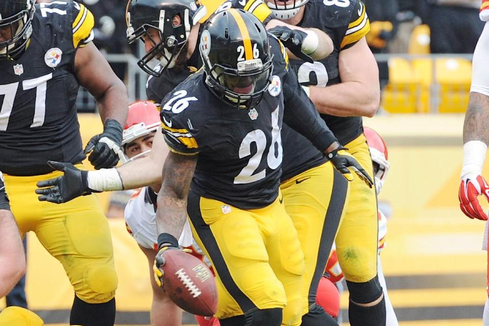 Pittsburgh Steelers running back Le'Veon Bell (26) celebrates his 1-yard touchdown run during the first half of an NFL football game against the Kansas City Chiefs in Pittsburgh, Sunday, Dec. 21, 2014. (AP Photo/Don Wright)