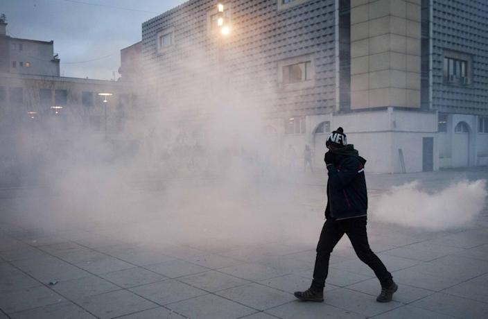 A protestor makes his way through a cloud of tear gas during clashes with riot police in Pristina, Kosovo on January 24, 2015 (AFP Photo/Armend Nimani)