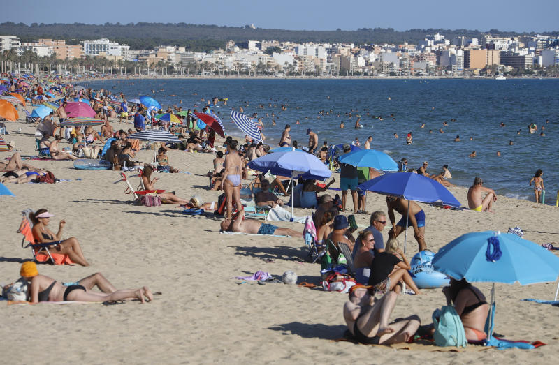 19 July 2020, Spain, Palma de Mallorca: People enjoy the sun on the beach of El Arenal. While bars have been closed on party miles in Mallorca, the beaches are still open. Photo: Clara Margais/dpa (Photo by Clara Margais/picture alliance via Getty Images)
