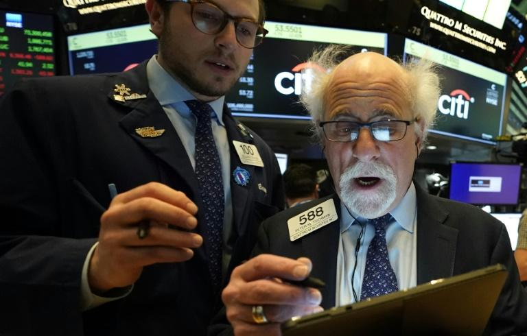 Peter Tuchman(R), floor trader, shown earlier this spring at the NYSE (AFP Photo/TIMOTHY A. CLARY)