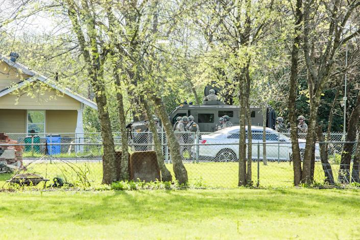 Police barricade the area surrounding the home of suspected Austin bomber Mark Anthony Conditt in Pflugerville, Texas. (Photo: Drew Anthony Smith via Getty Images)
