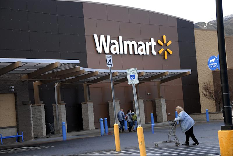 Clarkston/Washington /USA_ 16 January 2016 _ Wal-mart shoppers at Walmart Mega store and Walmart closed over 200 stores (Photo by Francis Joseph Dean/DeanPictures) (Photo by Francis Dean/Corbis via Getty Images)