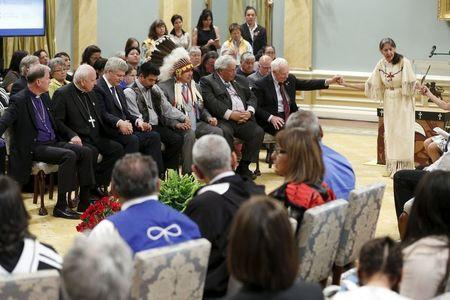 Anglican Primate Fred Hiltz (L), Catholic Archbishop Gerard Pettipas, Prime Minister Stephen Harper, Inuit National President Terry Audla, Assembly of First Nations National Chief Perry Bellegarde, Justice Murray Sinclair, and Governor General David Johnston, join Elder Evelyn Commanda-Dewache (R) in prayer during the Truth and Reconciliation Commission of Canada's closing ceremony at Rideau Hall in Ottawa June 3, 2015. REUTERS/Blair Gable