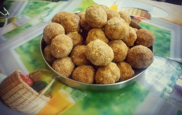 Easy Whole Wheat Flour And Jaggery Ladoo Recipe