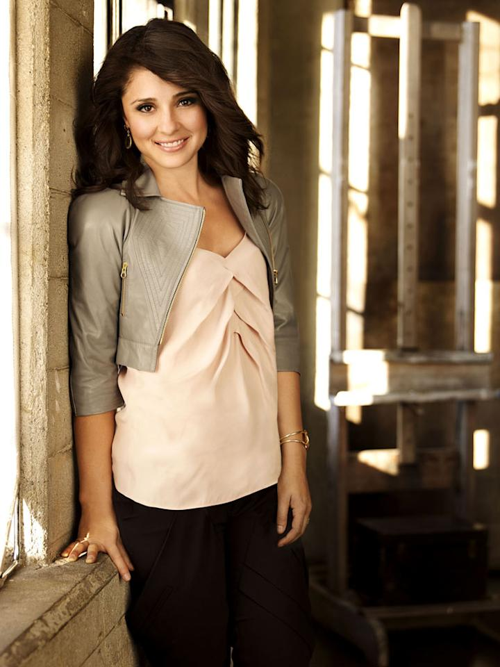 """Shiri Appleby stars as Cate on """"Life Unexpected."""""""