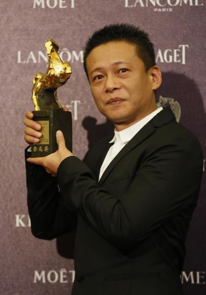 "Best Leading Actor Lee Kang Sheng holds his award for his film "" Stray Dogs "" at the 50th Golden Horse Awards in Taipei, Taiwan, Saturday, Nov. 23, 2013. The Golden Horse Awards is the Chinese-language film industry's biggest annual events. (AP Photo/Wally Santana)"