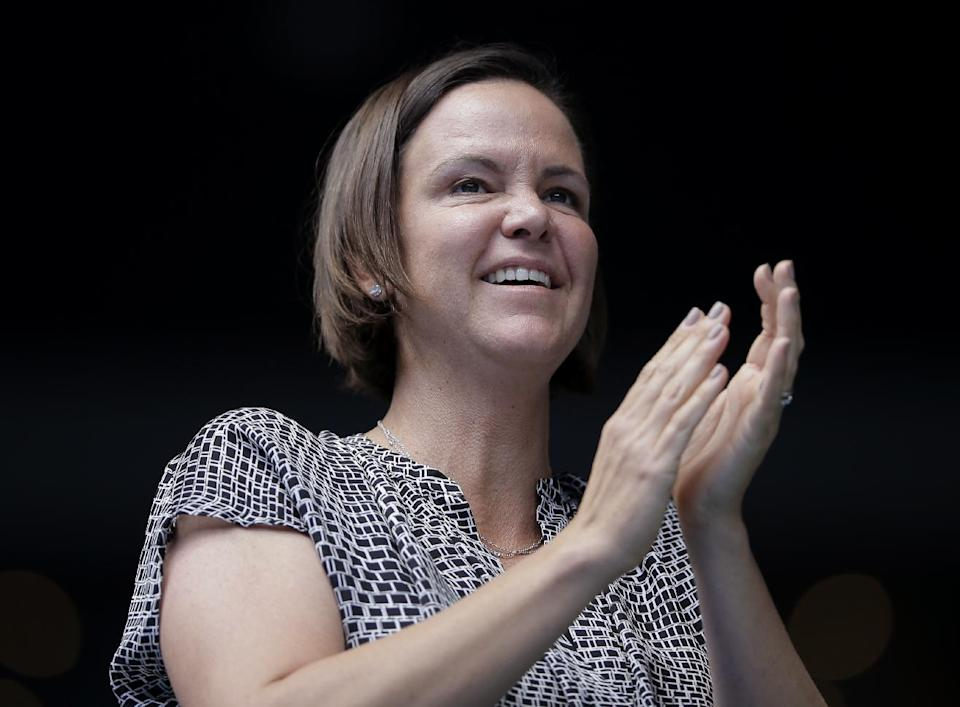 Lindsay Davenport, coach of Madison Keys of the U.S. applauds after Keys' quarterfinal win over her compatriot Venus Williams at the 2015 Australian Open. (AP Photo/Bernat Armangue)