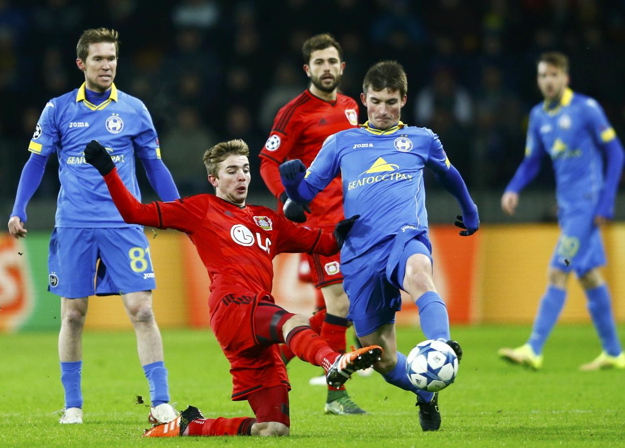 Football Soccer - BATE Borisov v Bayer Leverkusen - Champions League Group Stage - Group E -  Borisov Arena, Borisov, Belarus - 24/11/2015  Bayer Leverkusen's Christoph Kramer in action against BATE Borisov's Evgeni Yablonski REUTERS/Vasily Fedosenko