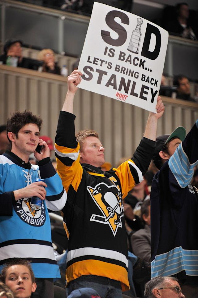 PITTSBURGH, PA - NOVEMBER 23: A Pittsburgh Penguin fan shows his appreciation for Sidney Crosby #87 of the Pittsburgh Penguins returning to the lineup during a game against the St. Louis Blues on November 23, 2011 at CONSOL Energy Center in Pittsburgh, Pennsylvania. St. Louis defeated Pittsburgh 2-1 in overtime. (Photo by Jamie Sabau/Getty Images)