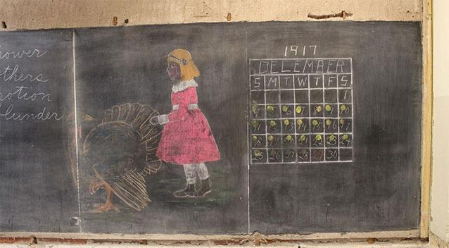 Workmen uncover haunting 100 year old chalkboards in US school