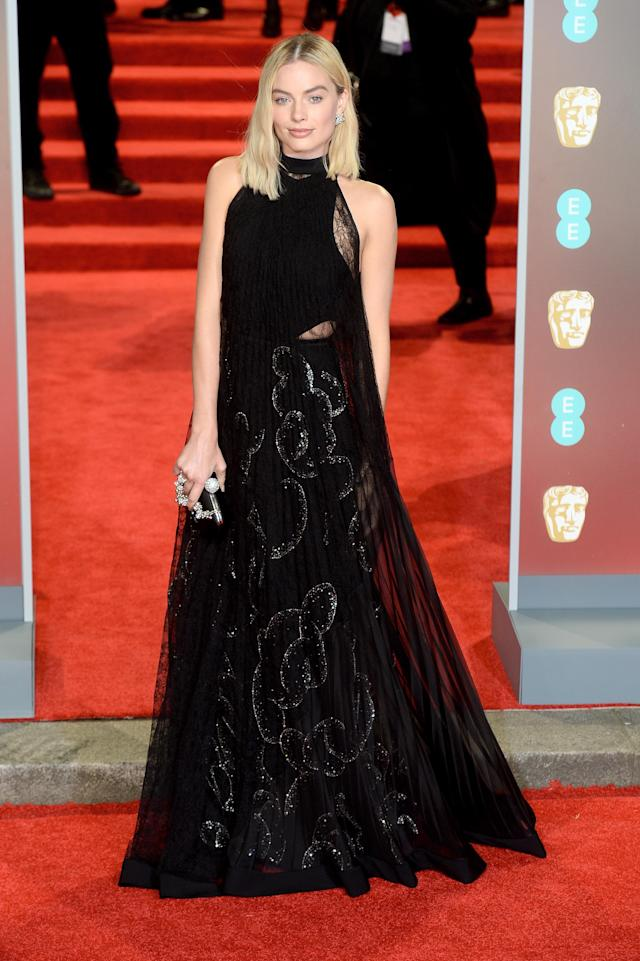 <p>The Aussie actress paired a relaxed hairdo with a sleeveless Givenchy gown. <em>[Photo: Getty]</em> </p>