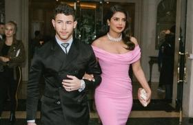 Doting wife Priyanka Chopra wipes off lipstick stains from Nick Jonas' lips at Golden Globes 2020