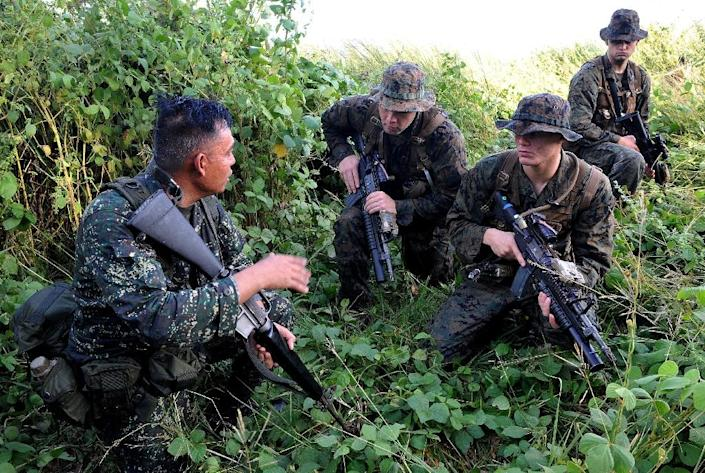 US Marines and their Philippine counterparts inspect a hill during joint military training exercises in Cavite, south of Manila on October 11, 2010 (AFP Photo/Jay Directo)
