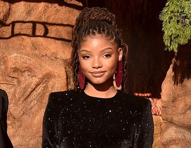 Halle Bailey en el estreno mundial de El Rey León el 9 de julio en el Dolby Theatre de Hollywood (Foto de Alberto E. Rodriguez/Getty Images for Disney)