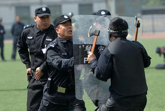 Policemen take part in counter-terrorism training in Shijiazhuang, north China's Hebei province (AFP Photo/)
