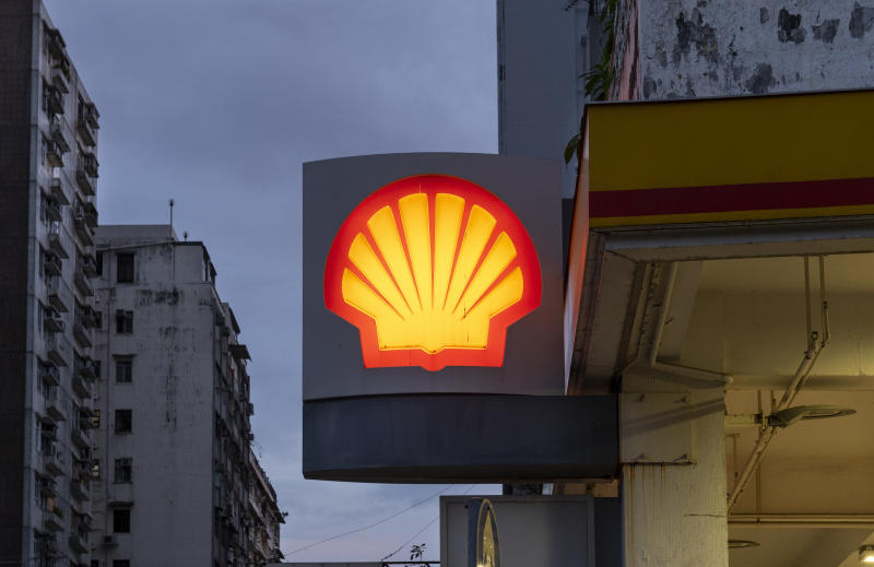 HONG KONG, CHINA - 2020/08/02: Global group of energy and petrochemical companies, Shell gas and oil station seen in Hong Kong. (Photo by Budrul Chukrut/SOPA Images/LightRocket via Getty Images)