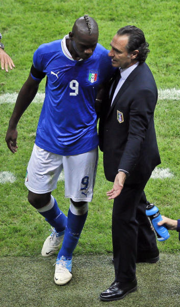 Italy's Mario Balotelli talks with coach Cesare Prandelli, right, during the Euro 2012 soccer championship semifinal match between Germany and Italy in Warsaw, Poland, Thursday, June 28, 2012. (AP Photo/Vadim Ghirda)