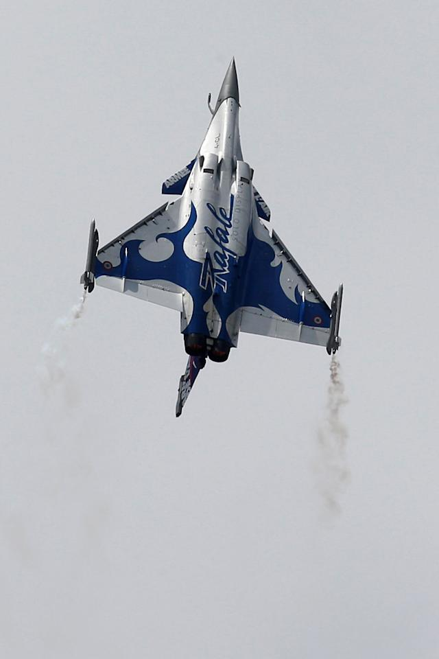 A Dassault Rafale fighter takes part to a flying display during the 52nd Paris Air Show at Le Bourget Airport, near Paris, France June 24, 2017. REUTERS/Pascal Rossignol