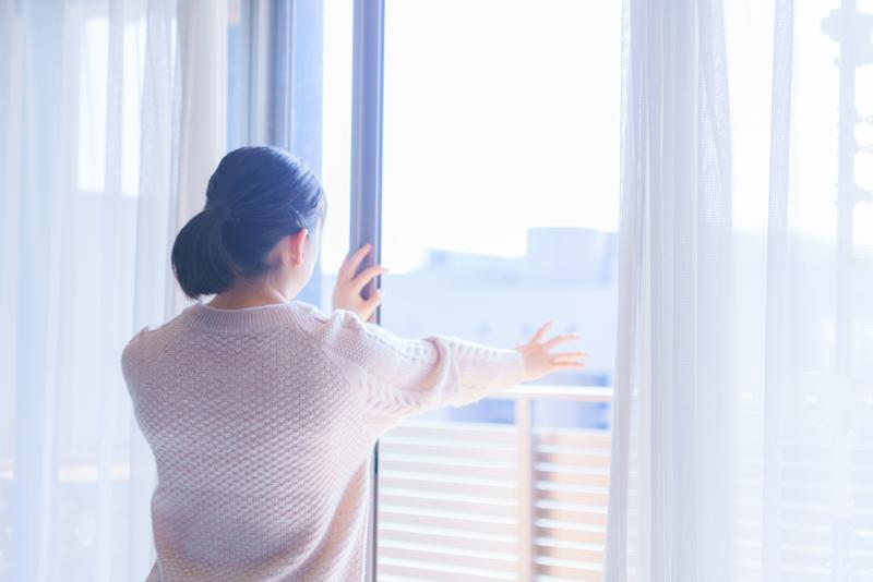 Could opening a window help reduce the risk of spreading coronavirus when meeting inside? (Getty Images)