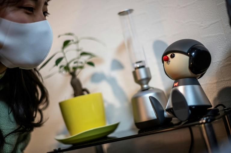 Nami Hamaura says she feels less lonely working from home thanks to her singing companion Charlie, a Japanese robot