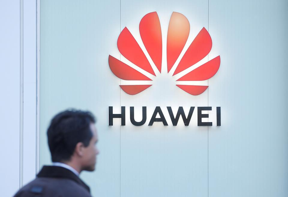 The logo of Huawei is seen in Davos, Switzerland Januar 22, 2020.  REUTERS/Arnd Wiegmann