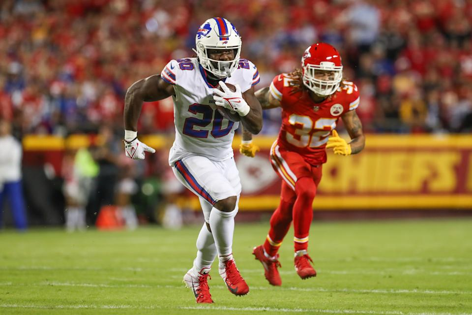 KANSAS CITY, MO - OCTOBER 10: Buffalo Bills running back Zack Moss (20) is chased by Kansas City Chiefs free safety Tyrann Mathieu (32) during a run in the first quarter of an NFL football game between the Buffalo Bills and Kansas City Chiefs on Oct 10, 2021 at GEHA Filed at Arrowhead Stadium in Kansas City, MO. (Photo by Scott Winters/Icon Sportswire via Getty Images)